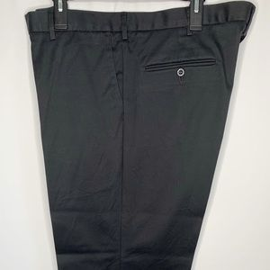 Dockers Classic Fit Black Khackis 42X30